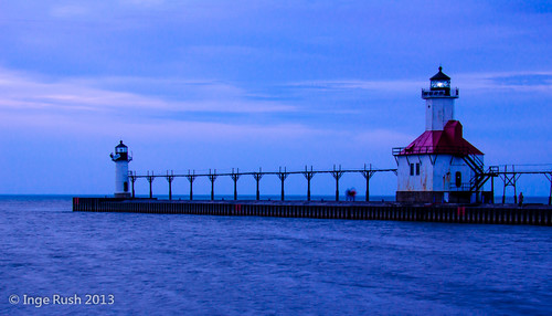 blue light sunset red lighthouse waves michigan stjoseph lakemichigan bluehour lit leuchtturm northpier