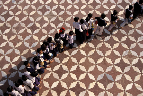 777-Line of school children seen from above at Taj Mahal Sep 1, 2012 2-18 PM 5340x3602
