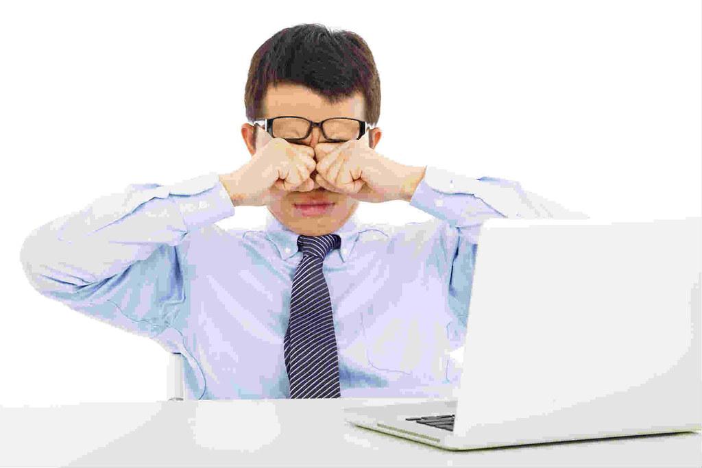 Cara Mengatasi Mata Lelah Akibat Terlalu Lama di Depan Komputer