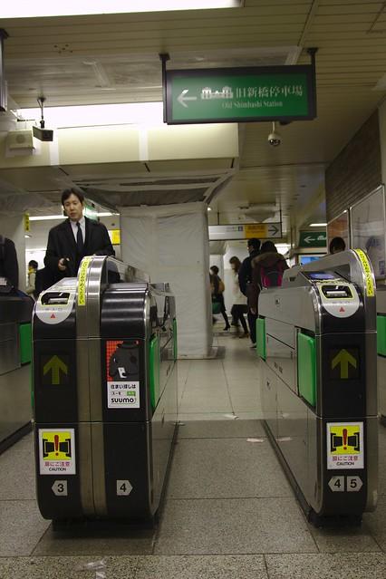 0351 - En el metro Yurikamome