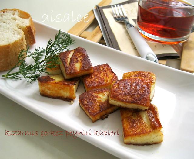 kızarmış çerkez peyniri küpleri