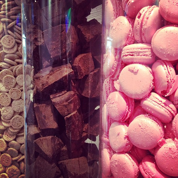Chocolate, ice cream and macarons in #vioko #bcn