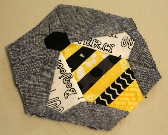 paper piece bee pattern by Badskirt