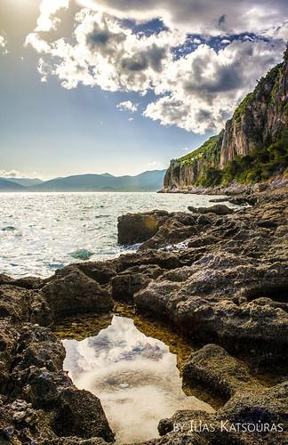 sea sun beach rock clouds reflections greece rockybeach peloponnesos nayplio ελλάδα παραλία σύννεφα θάλασσα ναύπλιο πελοπόννησοσ ήλιοσ πέτρεσ αντανακλάσεισ