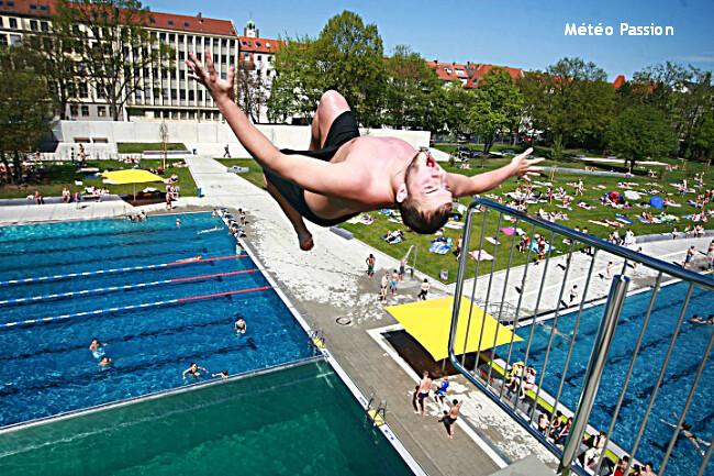 piscine publique de Nuremberg prise d'assaut lors de la chaleur record du 28 avril 2012 météopassion