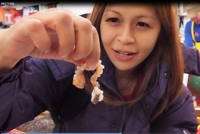 1 eating live octopus in jagalchi market busan 1