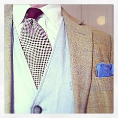 Tuesday's outfit - Creme button-down cotton shirt, oxblood silk tie with houndstooth, dove grey linen waistcoat, khaki linen/wool blend with light check jacket and sky blue silk pocketsquare - #dandy #gentleman #haberdasher #dresslikeagrownup #kingpinchic