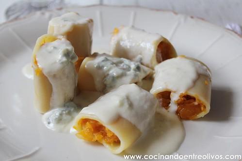 Paccheri rellenos de calabaza con salsa de gorgonzola www (15)