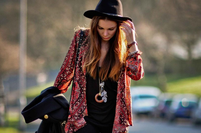 simona-mar-fashion-street-style-blog-bohemian-boho-urban-outfitters-ecoted-printed-tapestry-cardigan-deena-ozzy-studded-box-bag-dagmar-dora-zips-jeans-zara-vest-spikes-pin-studs-hat-1
