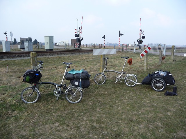Carrying luggage on a Brompton folding bike