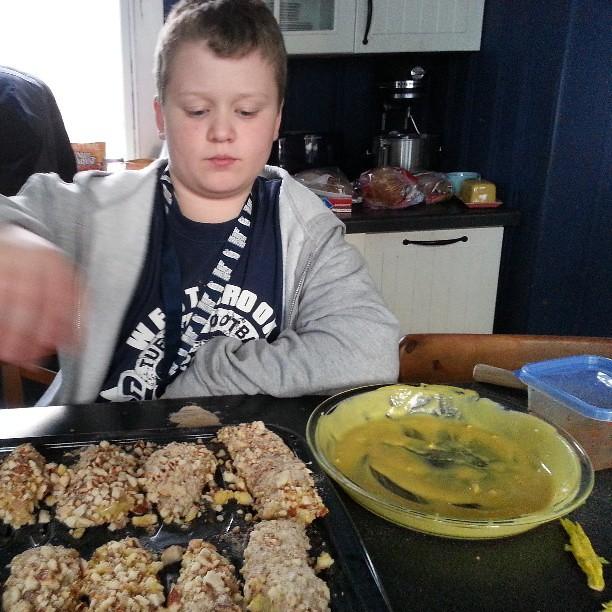 Making pretzel chicken