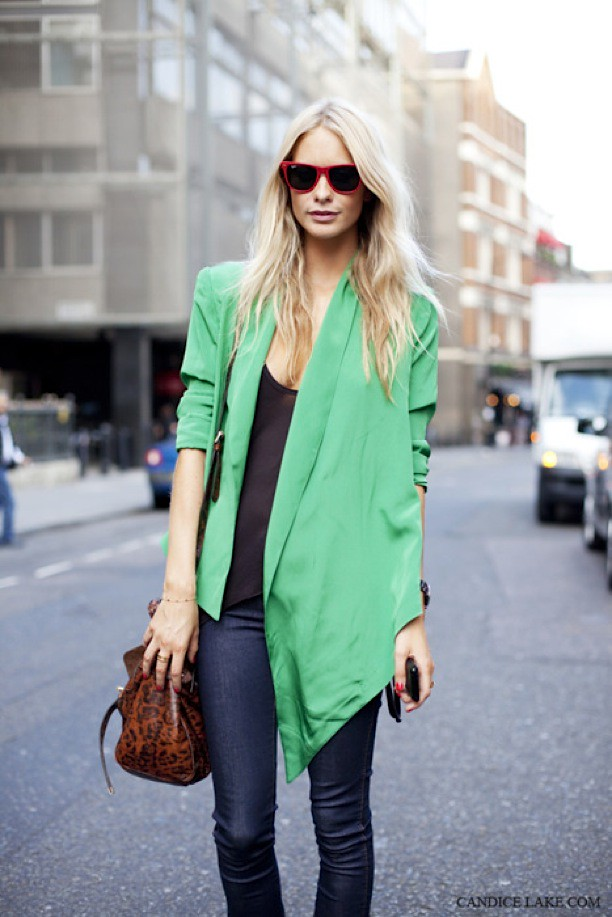 POPPY-DELEVIGNE-BY-CANDICE-LAKE-BRIGHT-GREEN-ASYMMETRICAL-JACKET-STREET-STYLE-MULBERRY-LEOPARD-BAG-RED-RAY-BAN-SUNGLASSES-1