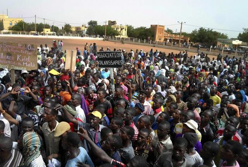 Anti-French demonstrations have taken placed in Northern Mali in the city of Gao. The protesters are accusing Paris of divisive tactics aimed at dominating the West African state. by Pan-African News Wire File Photos