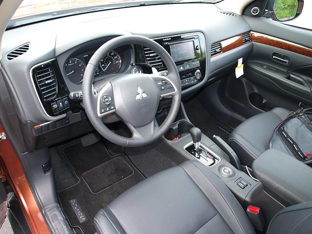 2014 Mitsubishi Outlander GT 4