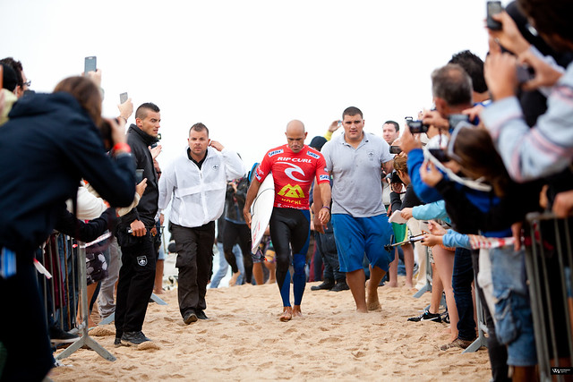 Kelly Slater returns to the beach after being eliminated by Portuguese wildcard Frederico Morais.