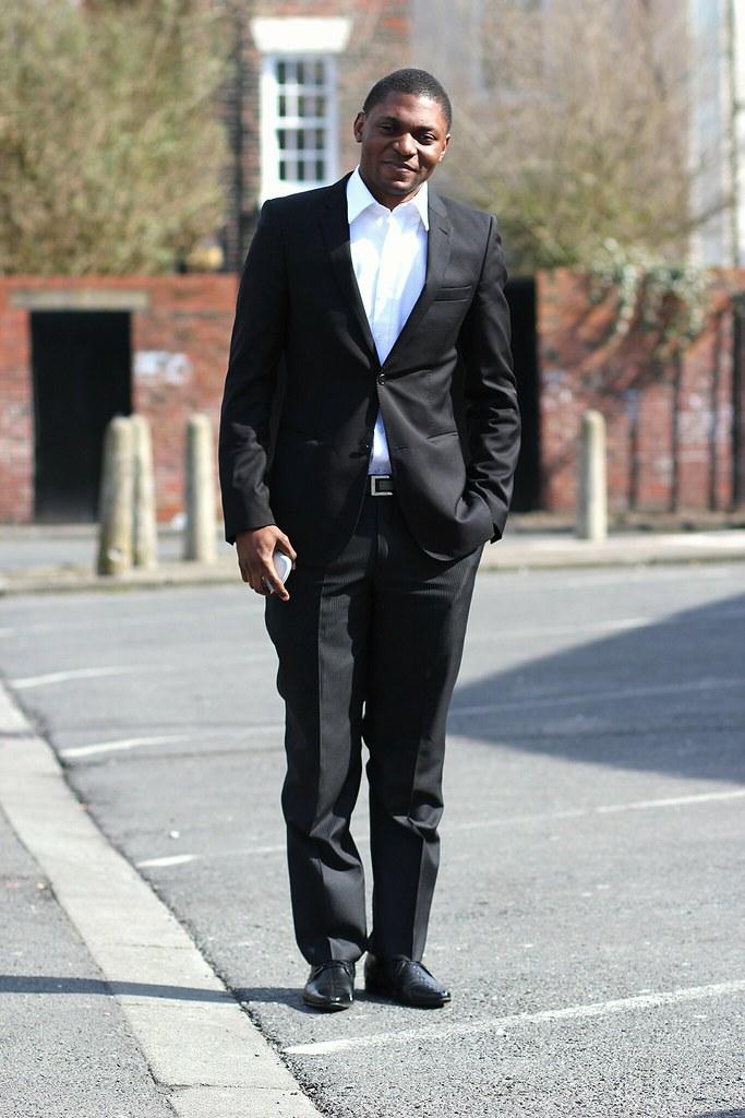 men's style, men's fashion, white shirt, broken suit, black blazer, men's black blazer, men's pinstripe trousers, men's pinstripe trousers, pinstripe trousers, pinstripe pants, vertical stripe trousers, vertical stripe pants
