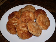 meal, croquette, fried food, cutlet, fritter, frikadeller, produce, food, dish, cuisine, snack food, potato pancake, fast food,