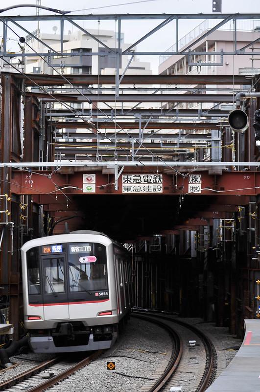 021-162 Local Shinjuku-sanchome 5154F