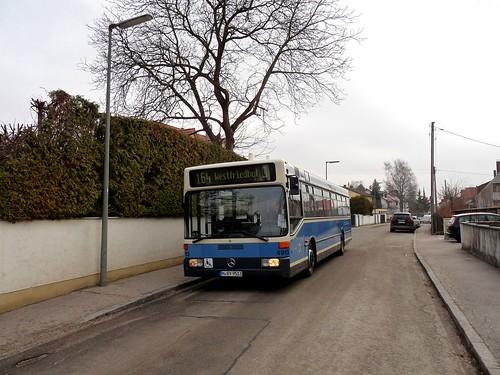 An der Augustenfelder Straße startet der knapp 20 Jahre alte Wagen 4913 seine Fahrt quer durch Allach und bis zum Westfriedhof.