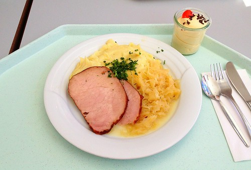 Kasslerbraten mit Sauerkraut & Kartoffelpüree / Smoked pork roast with sauerkraut & mashed potatoes