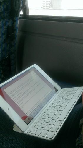 iPad mini + Logicool (Logitech) Ultrathin Keyboard Mini in the bus 3