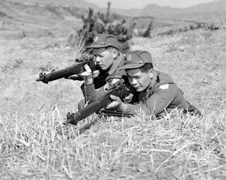 Two snipers in Korea / Deux tireurs d'élite en Corée