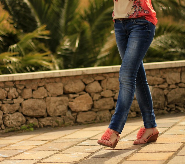 jeans and coral sandals
