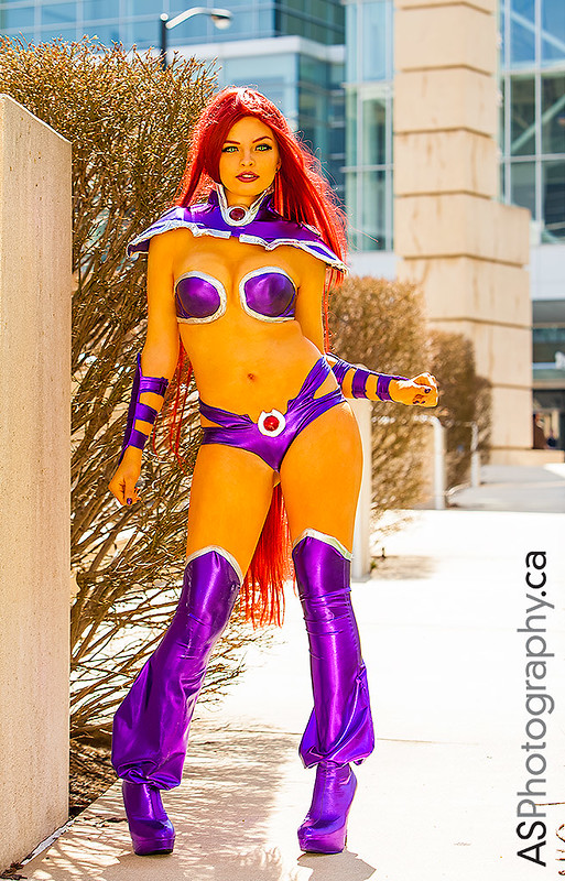 The amazing Oki-Cospi as 52 Starfire captured at C2E2 2013