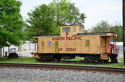 caboose railroad missouri unionpacificrailroad atchisontopekasantaferailway sallisawoklahoma sequoyahcounty us64 us59
