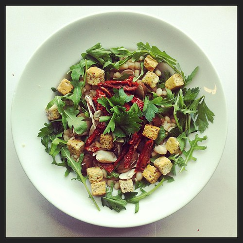 Sun dried tomatoes, wholegrain croutons and roasted mushrooms by Salad Pride