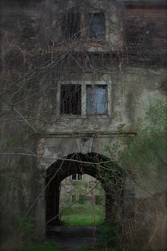Portal - the entrance to the villa - castle of dracula ? ;o)