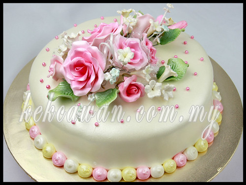 Hantaran: Moist Choc Cake with Steam buttercream & Air Brushing