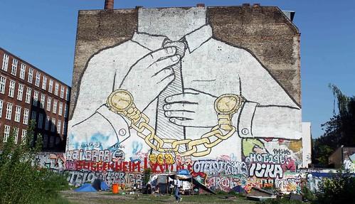мурал граффити берлин blu