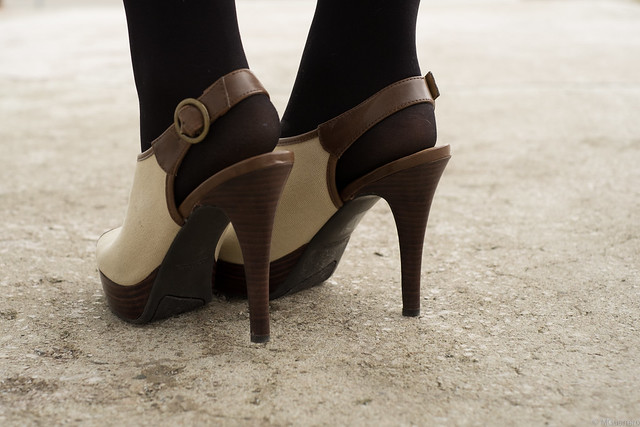 Nine West canvas platform pumps