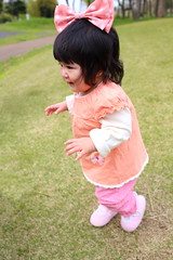 9 months old baby girl started to walk alone by herself (^_^)