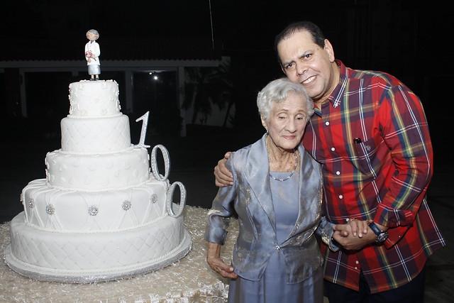 Doña Inocencia Vargas con Fernando Villalona