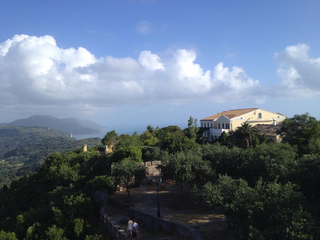 24. Villas y olivos en el interior de la isla. Autor, Powwow