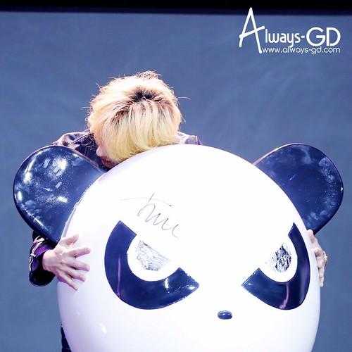 G-Dragon HIPANDA HQs Shanghai 2015-08-31 (11)