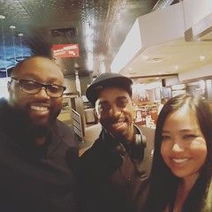 Hanging out at TGIFRIDAY'S with business partners after a networking Meetup group in Greenbelt MD #successhabits #dreambig #burningdesire #hardwork @jennfindszen @bobuyshouses