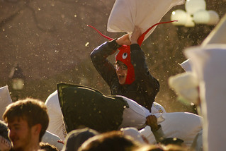 Pillow_Fight_NYC_2013_17