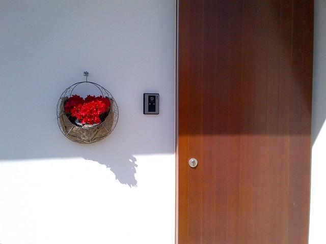 玄関に花を飾れる時期になりました&今日の練習