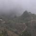 Sierra Mixe en la neblina - Mounatins of the Mixes in fog; cerca de Santa María Tepantlali en el camino a San Juan Juquila Mixes, Región Mixes, Oaxaca, Mexico por Lon&Queta