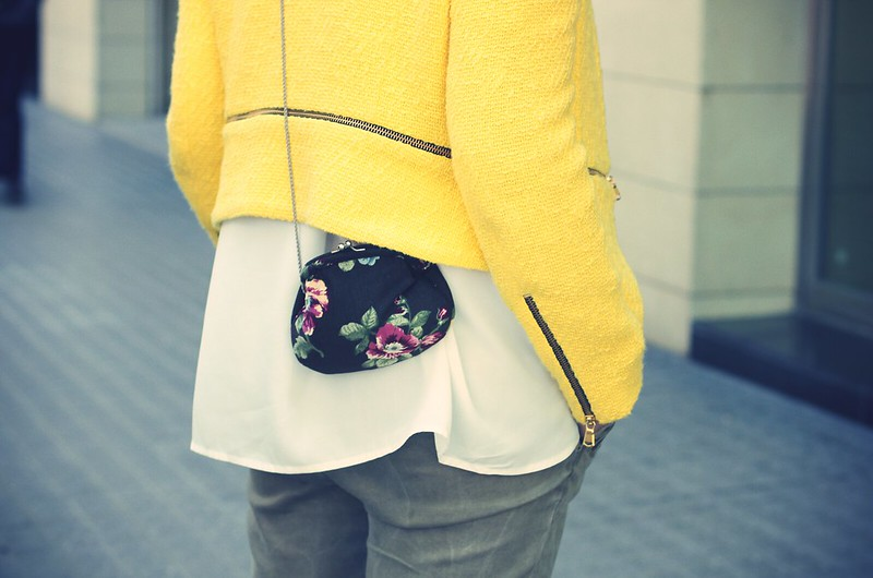 Look yellow blazer + green - Monicositas