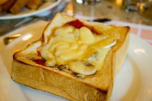 薯的芝士焗茄醬磨菇多士