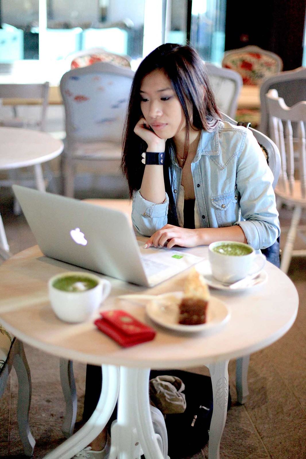 lifestyle-blogger-at-yumchaa-cafe-coffee-shop