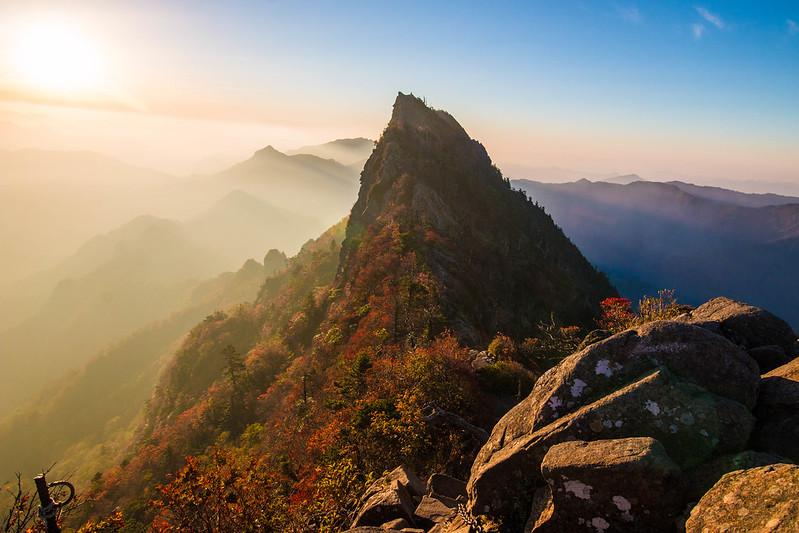 朝日の石鎚山