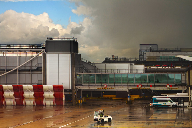 Rain delay at London Gatwick (2016)