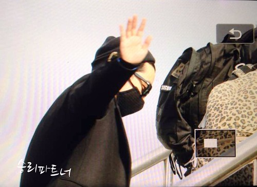 Big Bang - Harbin Airport - 22mar2015 - Seung Ri - Partnervi - 01