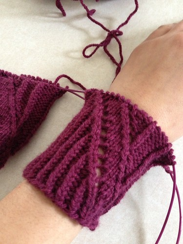 Grand Right and Left mystery mitts KAL