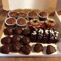 chocolate truffle(0.0), peanut butter cup(0.0), edible mushroom(0.0), cake(1.0), baking(1.0), petit four(1.0), chocolate cake(1.0), baked goods(1.0), produce(1.0), food(1.0), chocolate brownie(1.0), chocolate(1.0), snack food(1.0), praline(1.0),